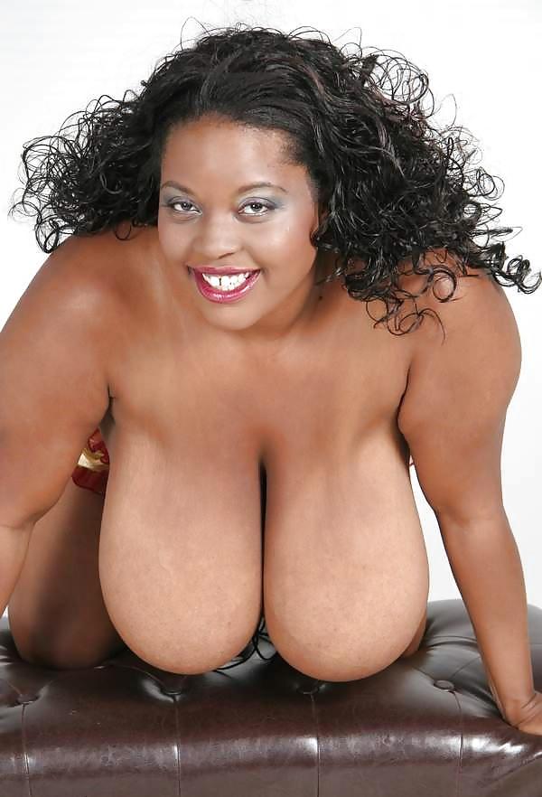 Mollige Frauen mit riesige Brüsten von Ebony - Bild 2