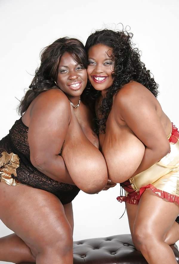 Mollige Frauen mit riesige Brüsten von Ebony - Bild 3