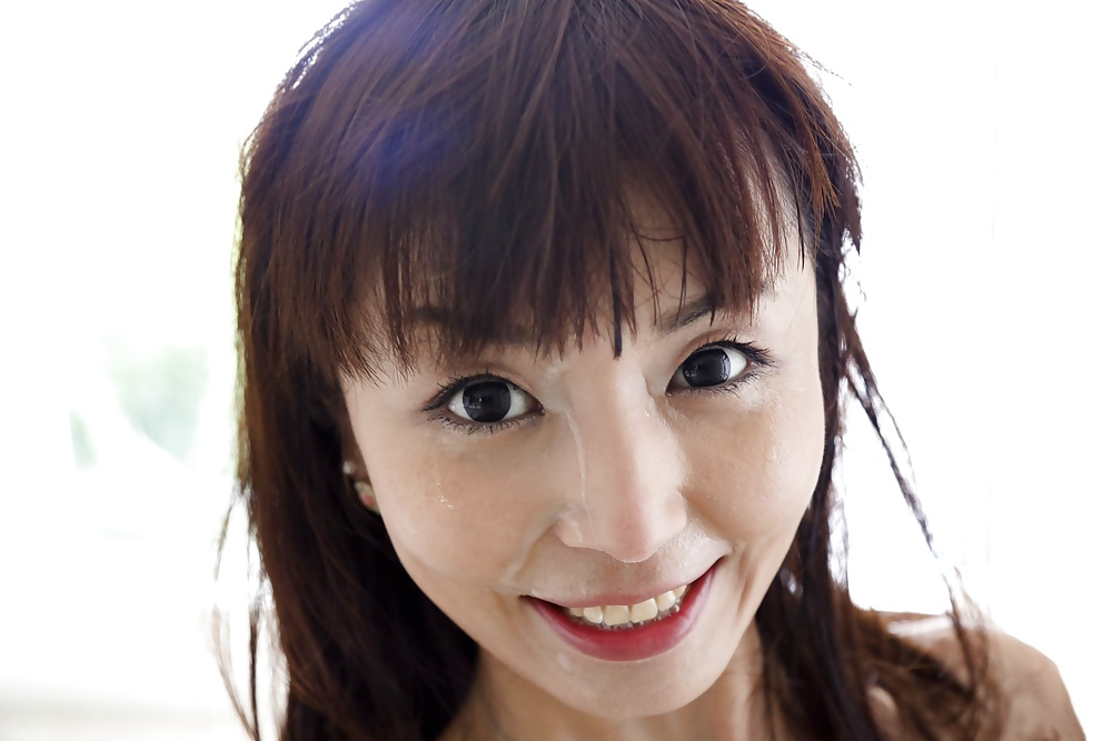 Asiatische Hure mag den Rotz auf ihrem Gesicht und blasen. - Bild 9