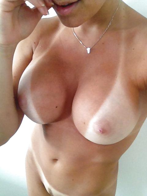 Amateure Brüste machen Aktselfie - Bild 4