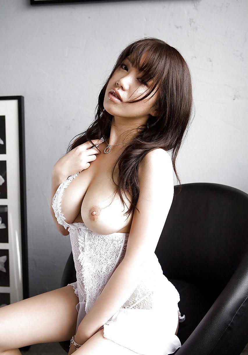 Geiles Mädchen aus Asiat mit ausgehungertem Körper - Bild 5