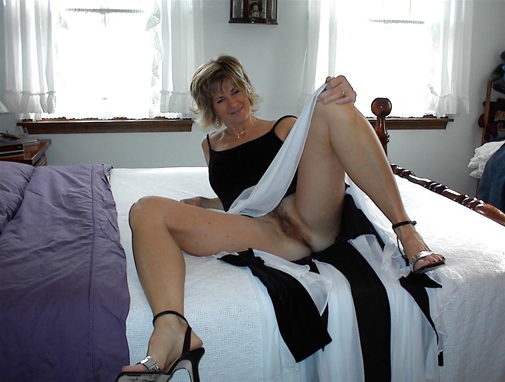 Reife Frauen zeigt die schöne Körperteile - Bild 7