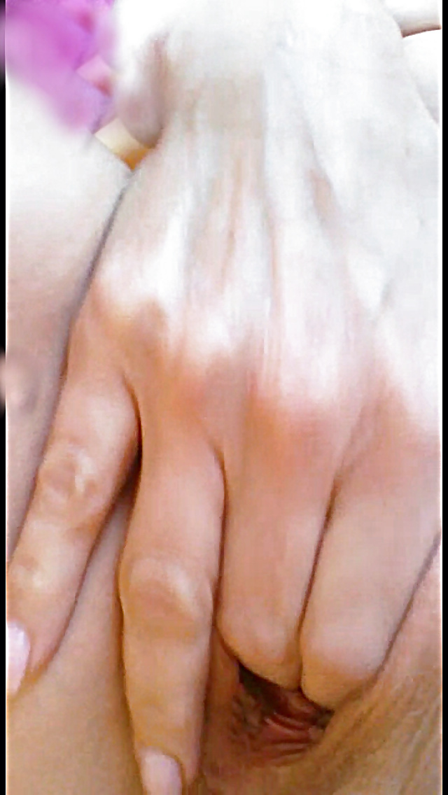 Masturbieren mit Finger in Fotos erotik bilder frauen - Bild 3
