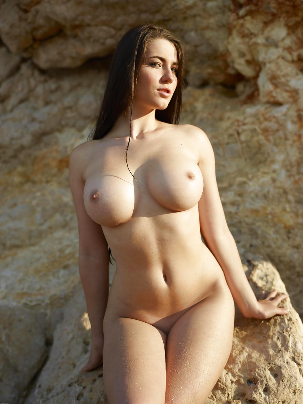 Schöne Aktbildern mit natürliche Brüsten