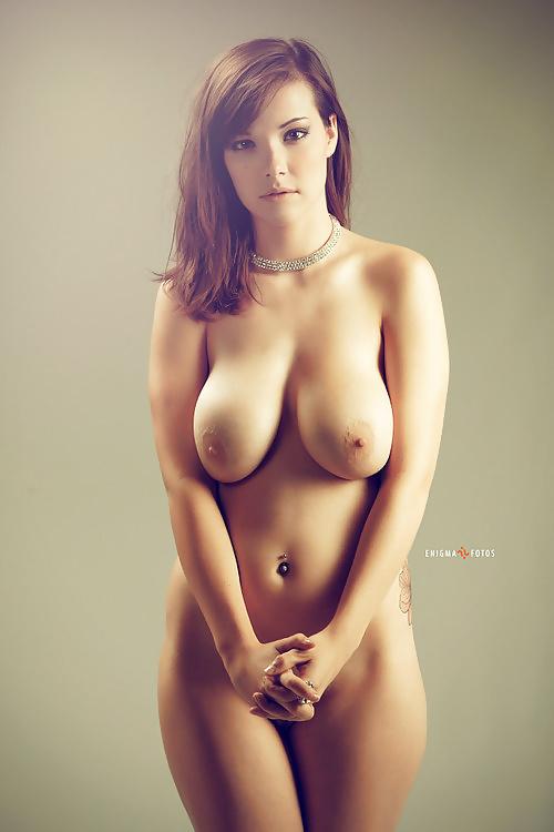 Schöne Aktbildern mit natürliche Brüsten - Bild 9