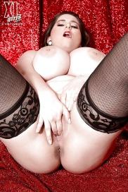 Große Brüsten masturbieren in kostenlos Bildern frauenbilder nackt kostenlos