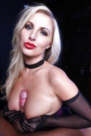 Blonde Pornoschauspielerin mit kleine Brüsten sexbilder fraun