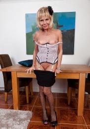 Reife Frau in Unterwäsche aus England kostenlos schöne nakte frauen bilder