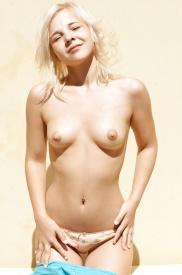 Blondiene jugendliche in Nacktbildern